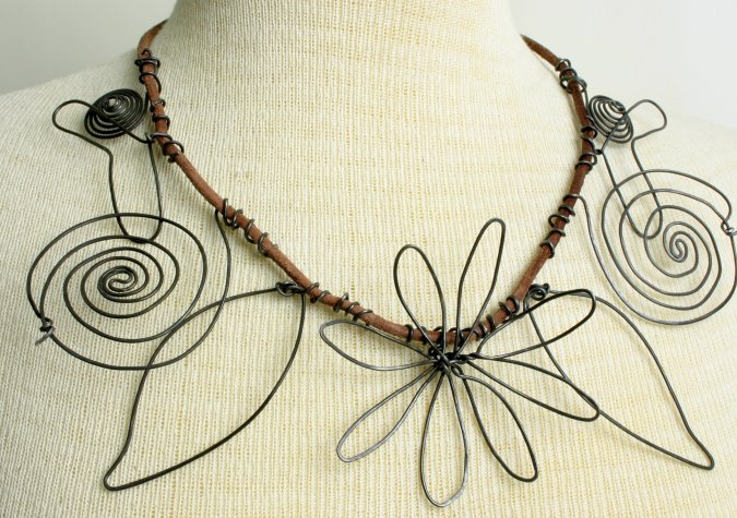 Learn the Art of Calderesque Wire Jewelry