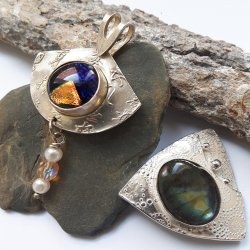 CRAFTCAST Bezel-set Metal Clay Pendant: No Soldering Necessary with Sulie Girardi
